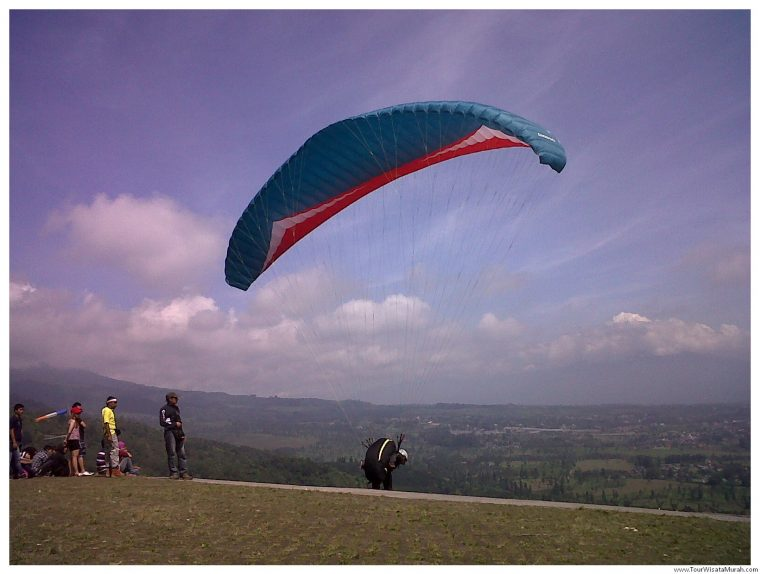 Paralayang Puncak di Bogor