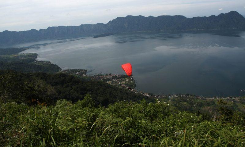 wisata-paralayang-puncak
